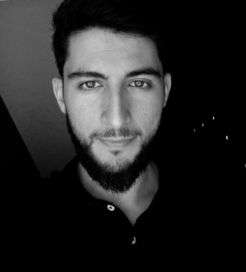Merhaba! Ben Hakan Eröztekin.